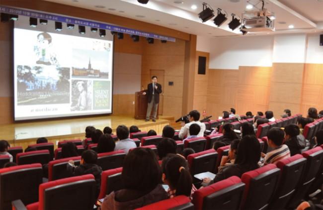 10월의 하늘 행사는 강연을 진행한 강연기부자는 물론, 행사 실무를 진행한 자원봉사자들과 참석한 학생들 모두가 만들어 낸 기적이다. - (주)동아사이언스 제공